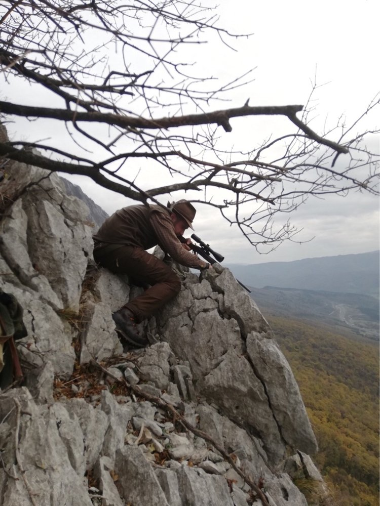 Riflescopes for mountain hunting are designed for long-range shooting